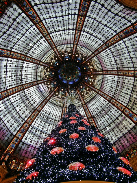 Galeries Lafayette Christmas Tree Heaven Noël 01 Paris-Inspired