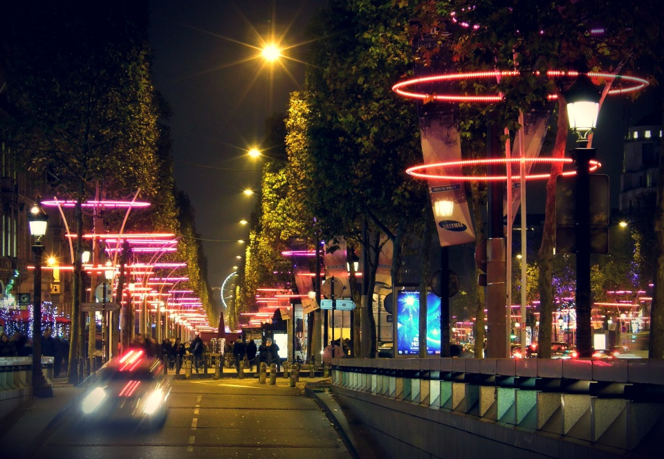Used 2013-11-30 02 Champs Elysées Lights 01 (Paris Paul Prescott) PB280026e