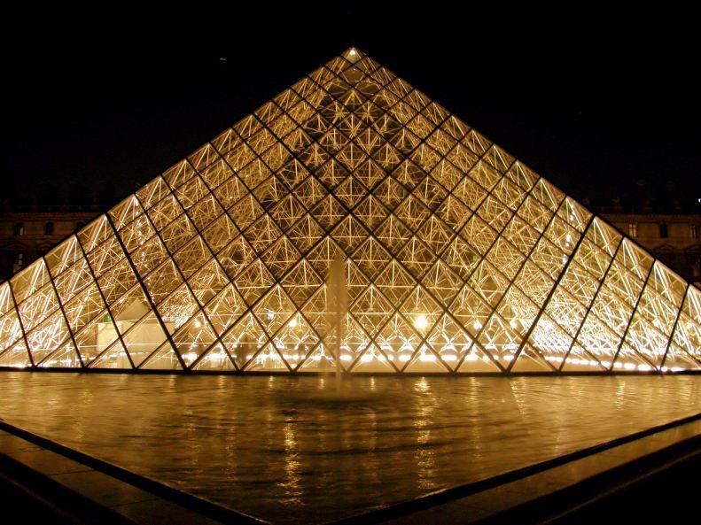 Pyramide du Louvre Pyramid 01 (Paris Paul Prescott)