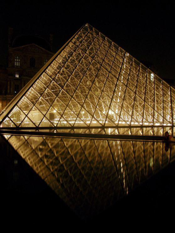 Pyramide du Louvre Pyramid 02 (Paris Paul Prescott)