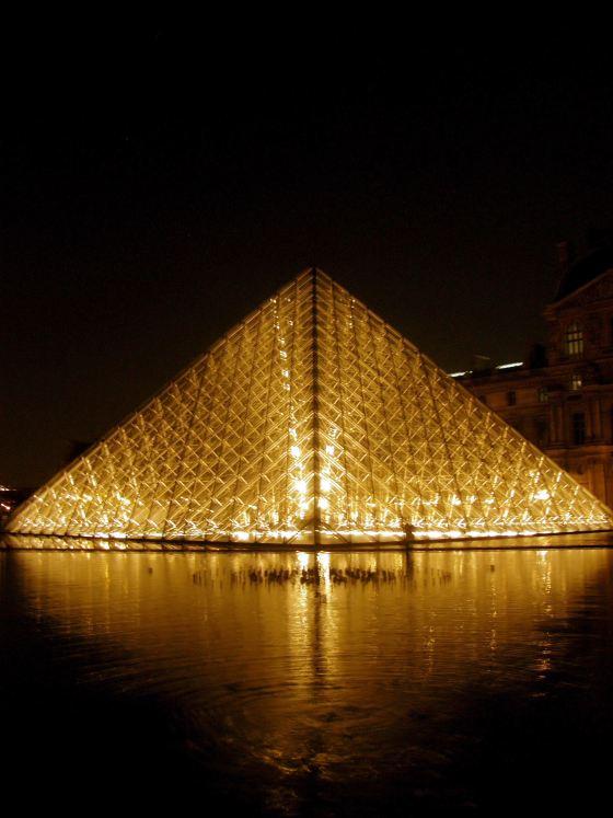 Pyramide du Louvre Pyramid 04 (Paris Paul Prescott)